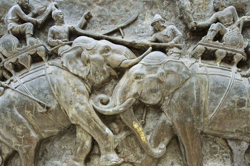 Dettaglio esteriore del bassorilievo del monumento di Don Chedi in Suphan Buri, Tailandia immagine stock