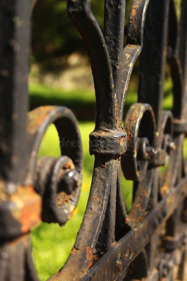 Dettaglio nero del recinto del ferro fotografie stock