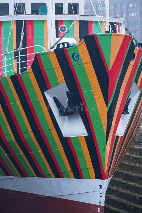 Dettaglio variopinto da una barca pilota ridipinta immagine stock
