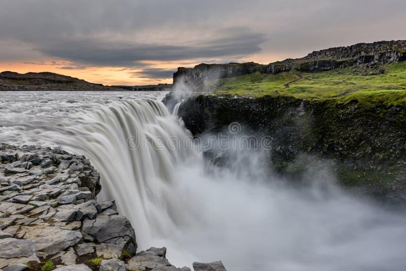 Dettifoss è una cascata nel parco nazionale di Vatnajokull in Islanda ed è la cascata più potente in Europa fotografie stock