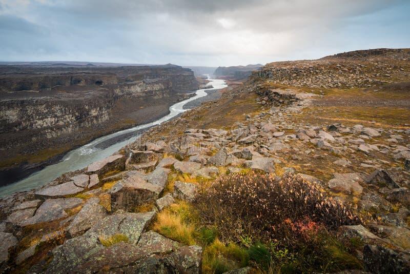Dettifoss vattenfall i nordvästliga Island royaltyfria foton
