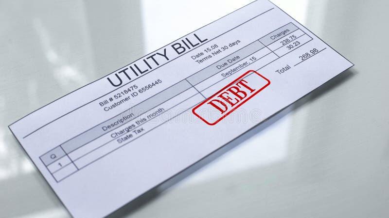 Deuda de la factura de servicios públicos, sello sellado en el documento, pago para los servicios, tarifas stock de ilustración