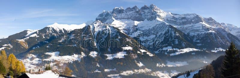 Deuken du die Midi Champery in Zwitserland overzien royalty-vrije stock fotografie