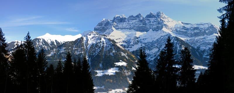 Deuken du die Midi Champery in Zwitserland overzien stock foto's