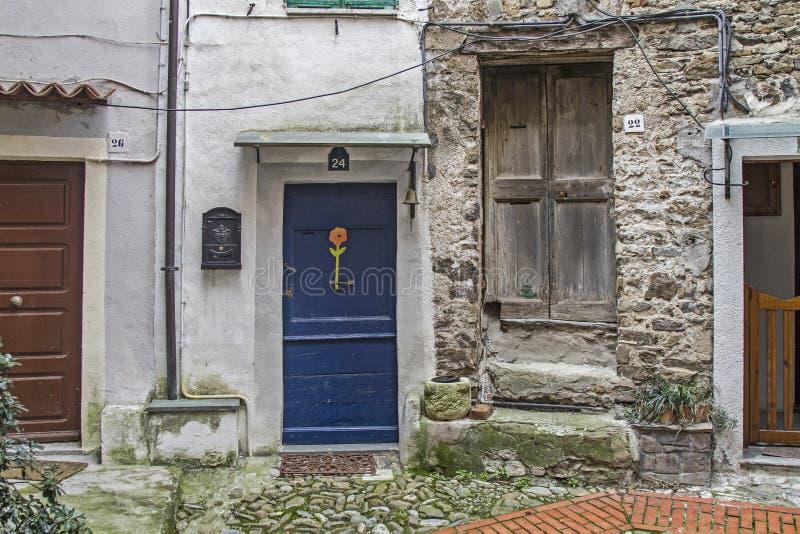 Deur aan elk in Castel Vittorio royalty-vrije stock foto