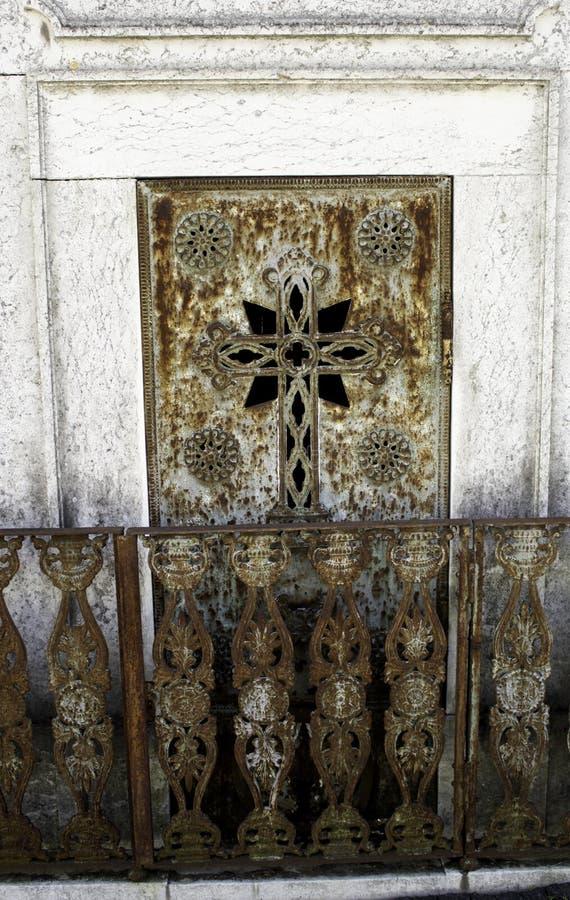Deur in begraafplaatsgraf royalty-vrije stock foto