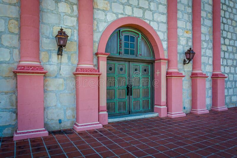 Deur bij de ingang aan Oude Opdracht Santa Barbara, in Santa Barb stock afbeelding