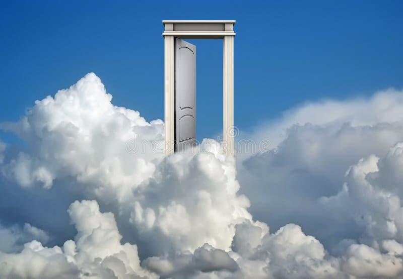 Deur in blauwe hemel en wolken stock afbeeldingen