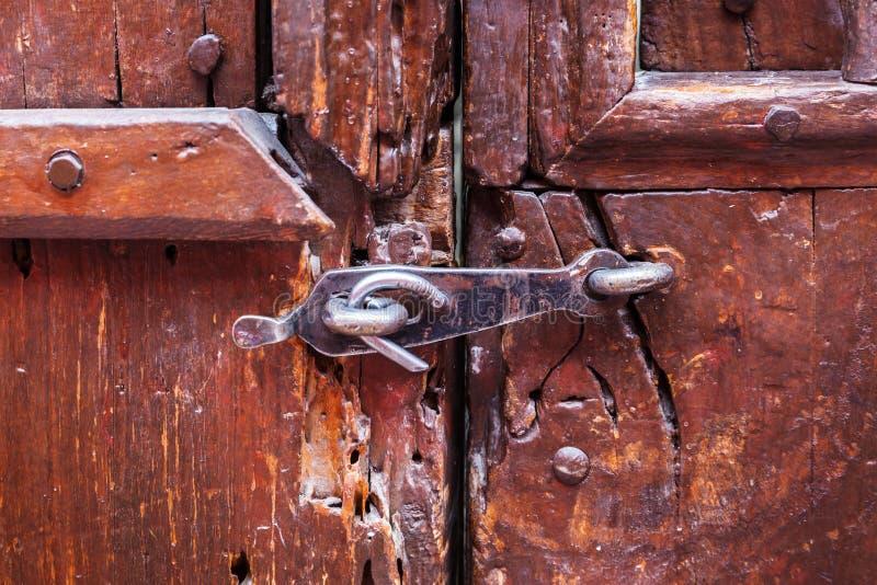 deur op de klink wordt gesloten die stock afbeeldingen