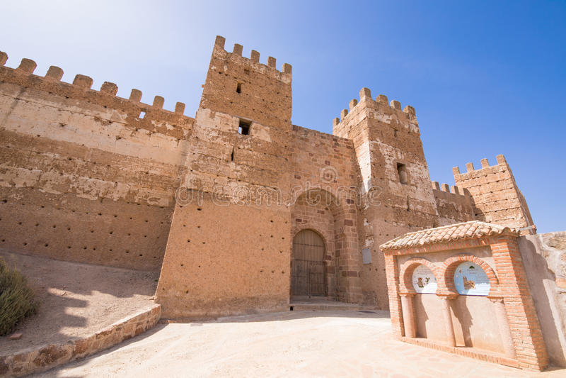 Deur van Burgalimar-Kasteel in La Encina van Banos DE royalty-vrije stock afbeeldingen