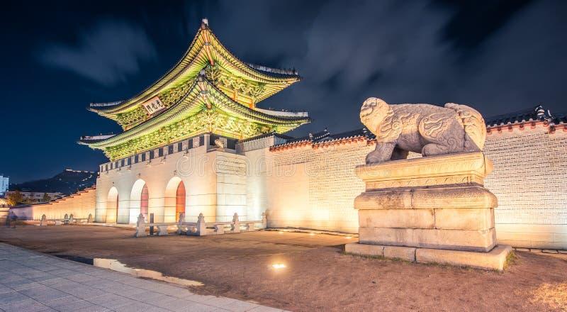 Deur van Gyeongbok-paleis stock foto