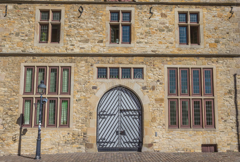 Deur van het historische stadhuis in Osnabrück stock foto