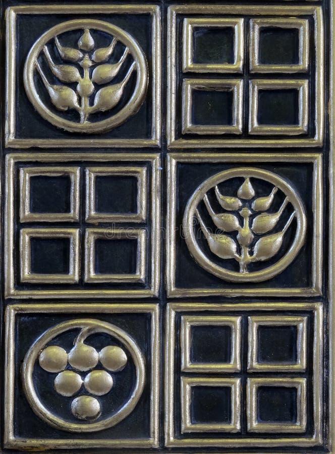Deur van tabernakel op het belangrijkste altaar in de kerk van Heilige Blaise in Zagreb royalty-vrije stock foto's