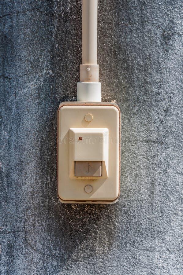 Download Deurbelring Op Concrete Muur Stock Foto - Afbeelding bestaande uit voorzijde, elektrisch: 39113044