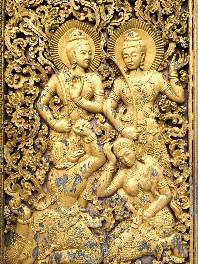 Deurgravures bij de Boeddhistische Tempel stock afbeeldingen