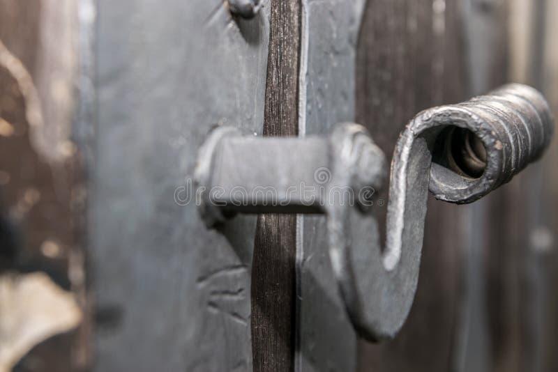 Deurkruk van middeleeuwse poort royalty-vrije stock foto