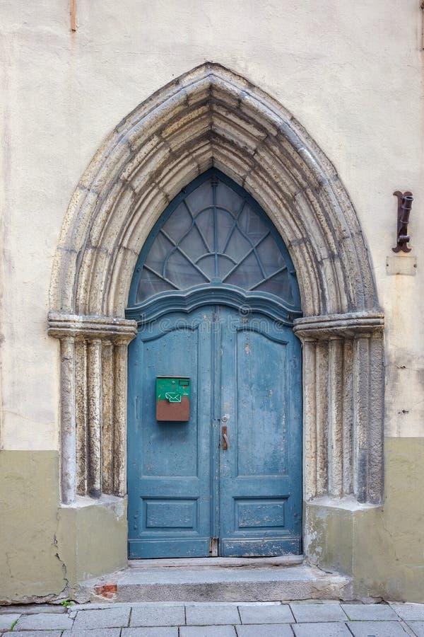 deuropening tallinn Estland, de EU stock afbeeldingen