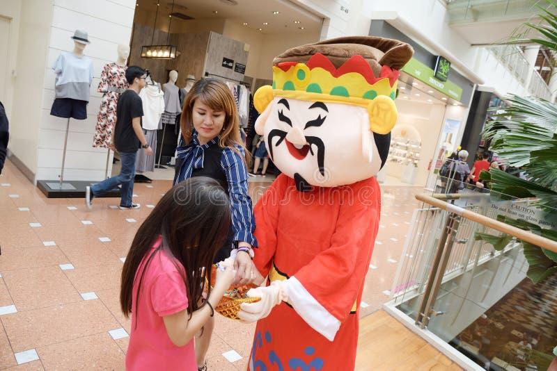 Deus recorrido da mascote da fortuna no ponto de Jurong Singapura 2018 foto de stock