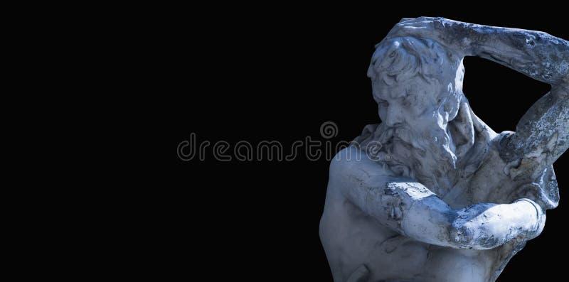 Deus Zeus O rei dos deuses a r?gua do Monte Olimpo e do deus do c?u e do trov?o Estátua antiga contra o preto imagens de stock