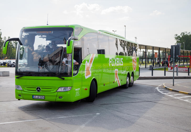 Deutsch-MERCEDES-BENZbus vom flixbus stockbild