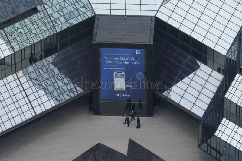Deutsche Bank ingångsArial sikt i Frankfurt royaltyfri foto