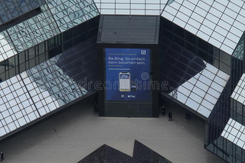 Deutsche Bank ing?ngsArial sikt i Frankfurt royaltyfria foton