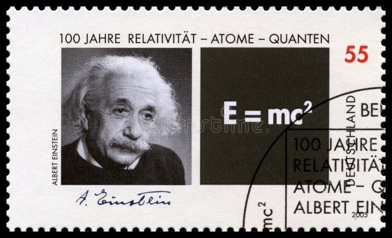 Deutsche Briefmarke mit Porträt von Albert Einstein stockbild