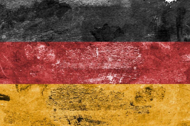 Deutsche Flagge auf einem Farbe befleckten Hintergrund stockbilder