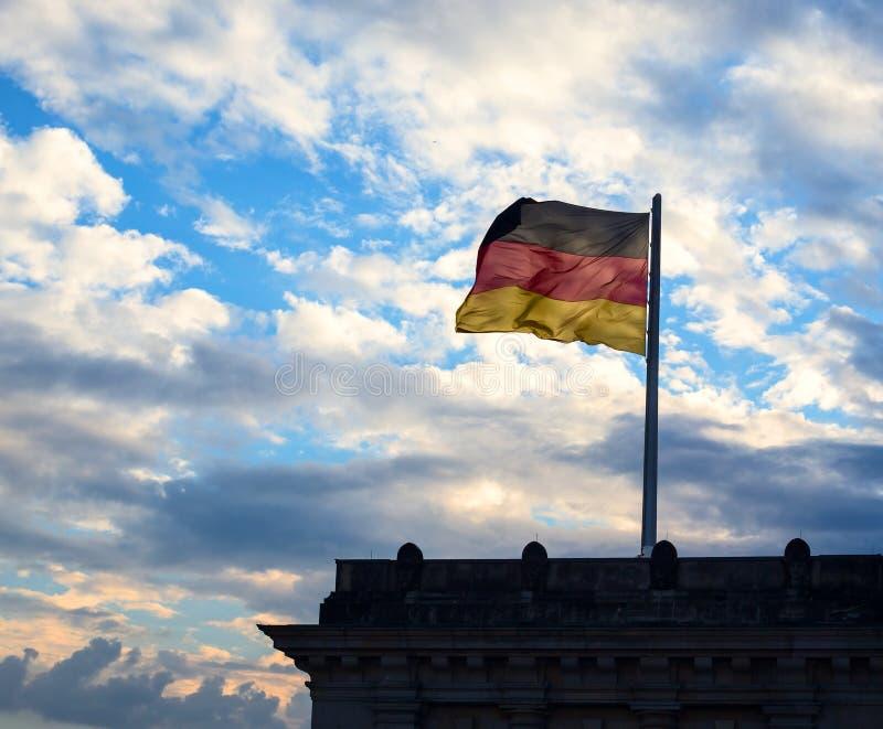 Deutsche Flagge in Berlin lizenzfreies stockbild