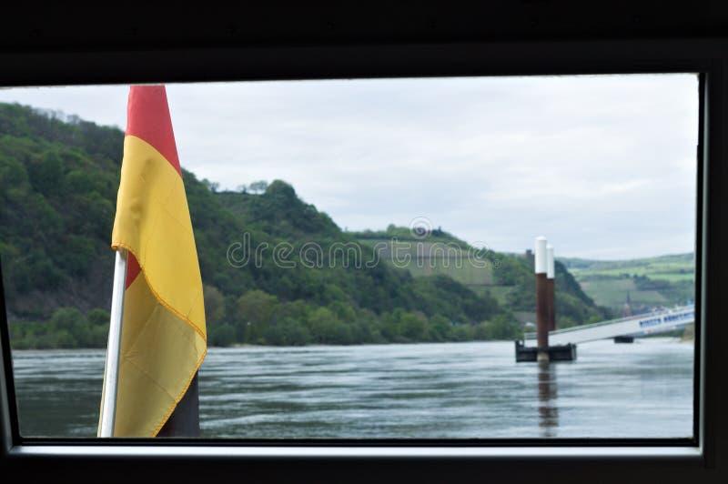 Deutsche Flagge im Boot auf dem Rhein Deutschland stockfoto