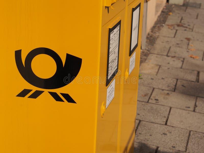 Deutsche Post-Briefkasten lizenzfreies stockfoto