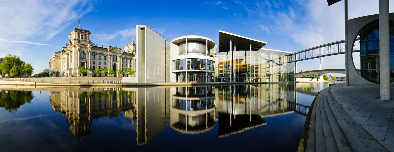 Deutsche Regierungsgebäude in Berlin lizenzfreie stockbilder