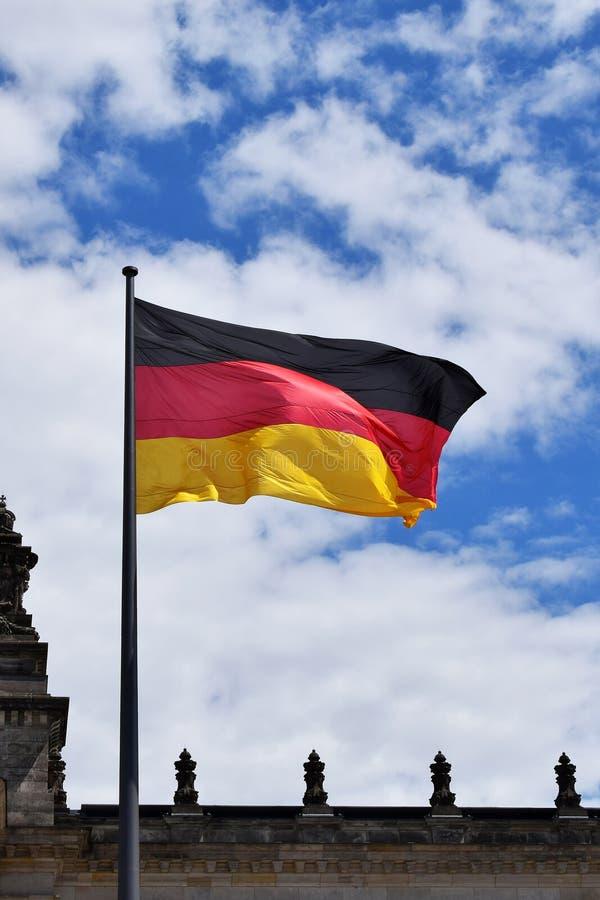 Deutsche Staatsflagge lizenzfreie stockfotografie