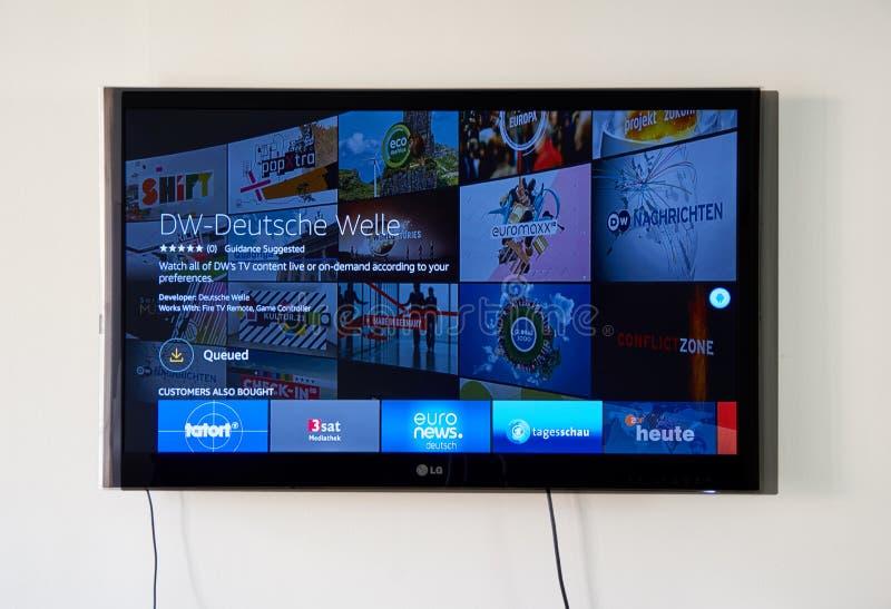 Deutsche Welle app e logo sul LG TV fotografia stock