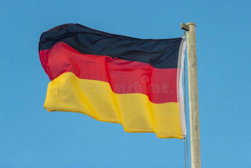 Deutsche wellenartig bewegende Flagge stockbilder