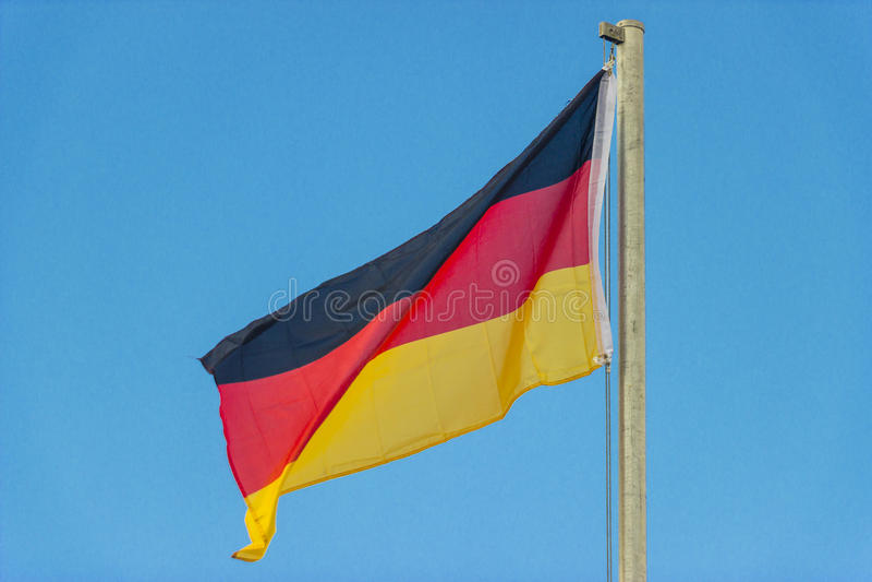 Deutsche wellenartig bewegende Flagge lizenzfreies stockbild