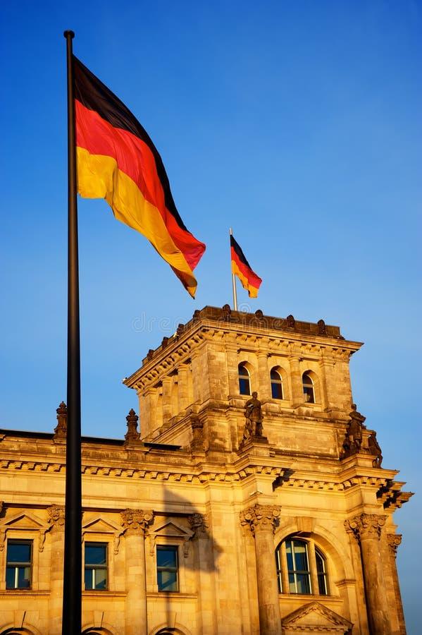 Deutscher Bundestag au coucher du soleil image libre de droits