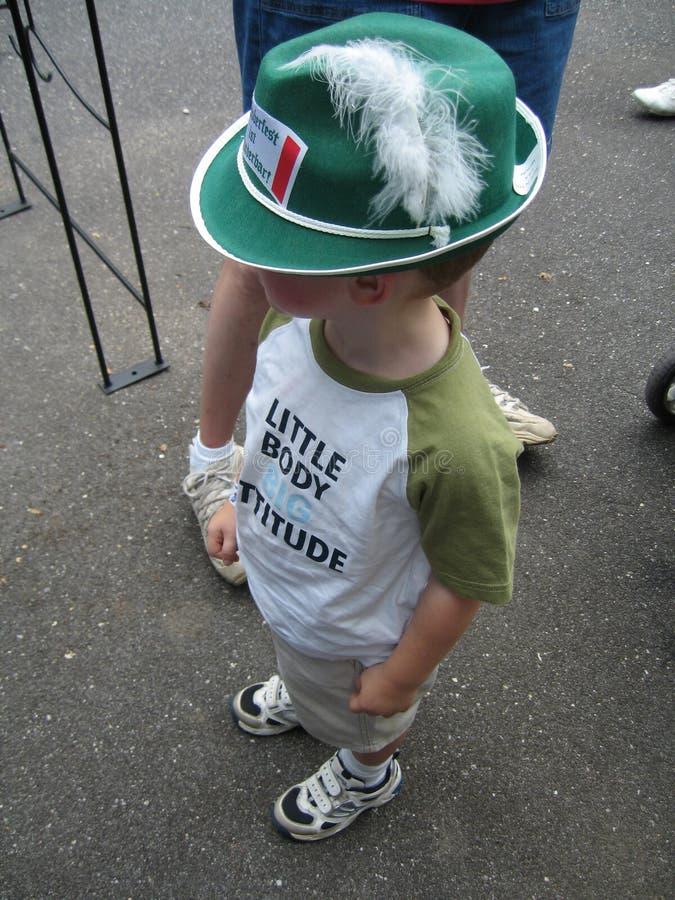 Deutscher Junge mit Hut lizenzfreie stockfotos