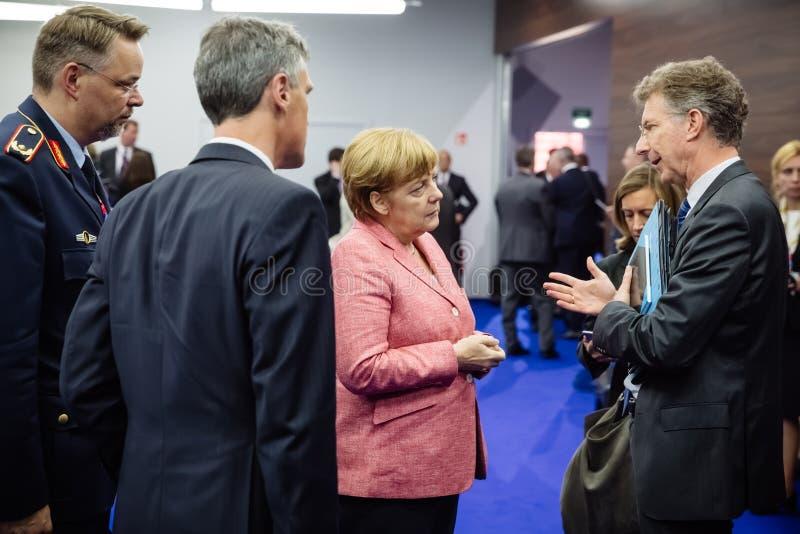 Deutscher Kanzler Angela Merkel an NATO-Gipfel in Polen stockfotos