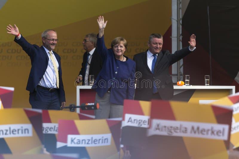 Deutscher Kanzler Angela Merkel und ihre Wahl team im siegen Deutschland lizenzfreies stockfoto
