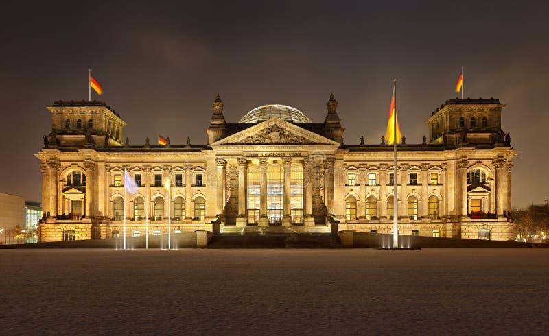 Deutscher Reichstag in Berlin At Night Panorama stockfoto