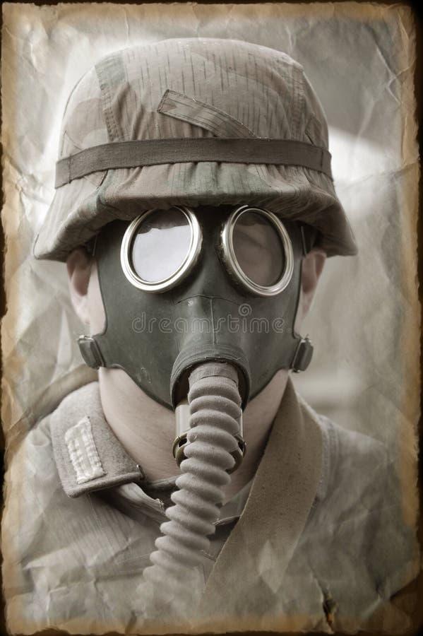 Deutscher Soldat in der Gasmaske. stockfoto
