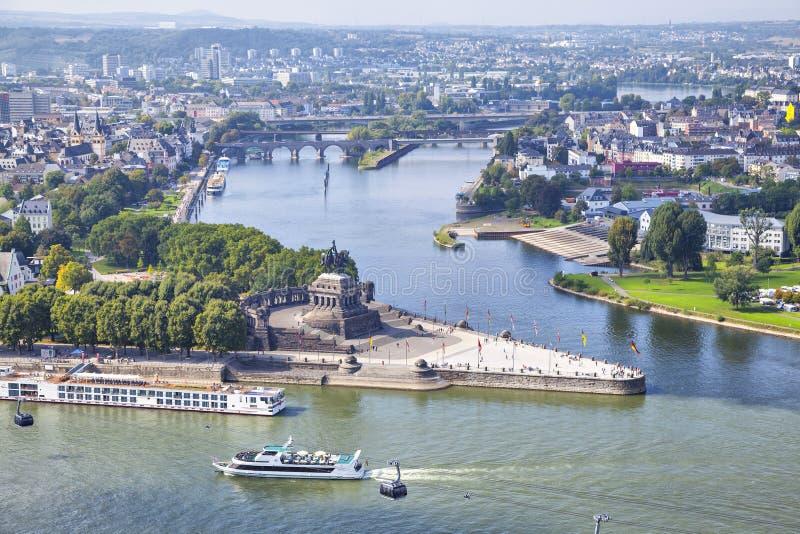 Deutsches Eck - monument au confluent des rivières à Coblence image libre de droits
