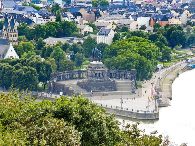 Deutsches Eck w Koblenz miasteczku (niemiec kąt) zdjęcia stock