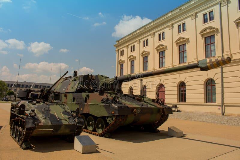 Deutsches gepanzertes des Militärbehälters - Haubitze 2000 stockfoto