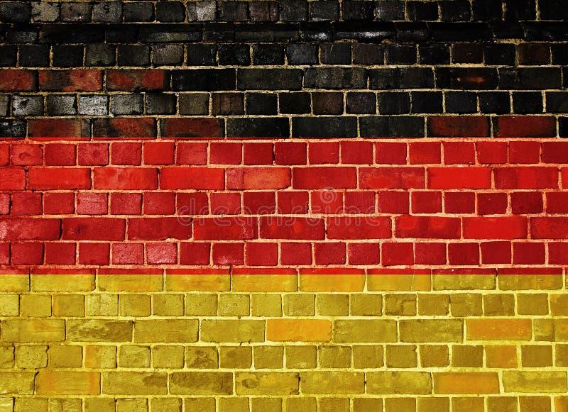 Deutschland-Flagge auf einer alten Backsteinmauer stockfotografie