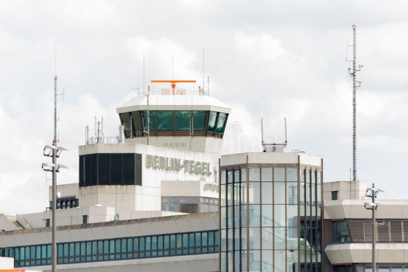 DEUTSCHLAND - 22. JULI 2016: Hauptflughafen Berlin Tegel TXL lizenzfreie stockfotos