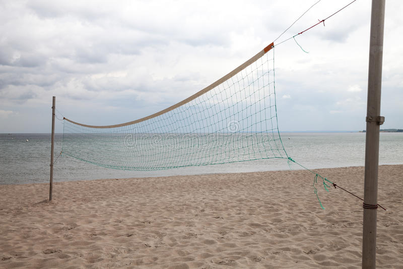 Deutschland, Schleswig-Holstein, Ostsee, Volleyballnetz auf Strand stockbild
