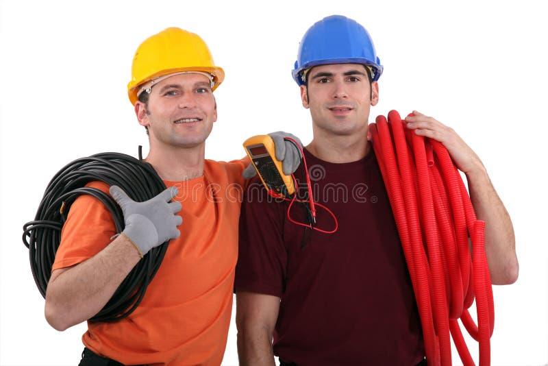 Deux électriciens photographie stock libre de droits