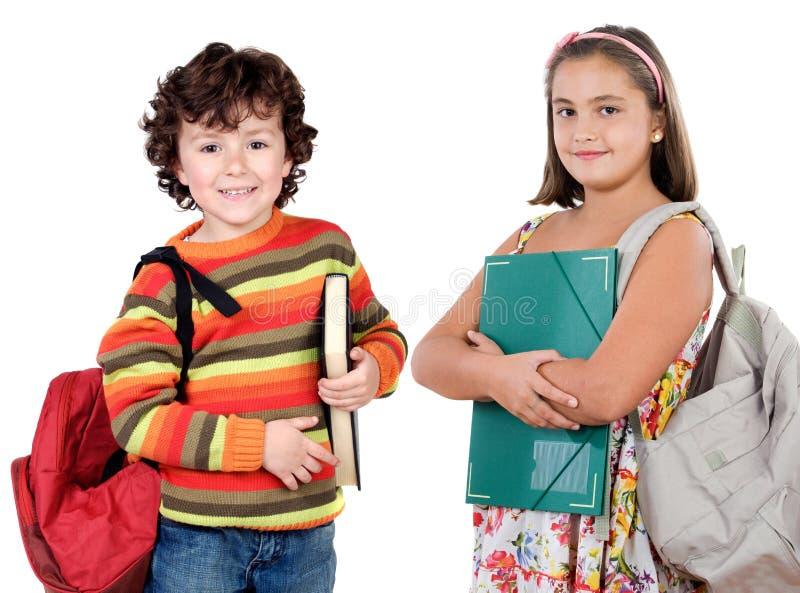 Deux étudiants d'enfants retournant à l'école image stock